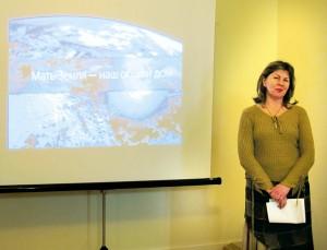 Наталья Романова презентует видеоальманах о земле.