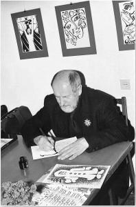 Жорж Іванович Шанаєв надає автограф.