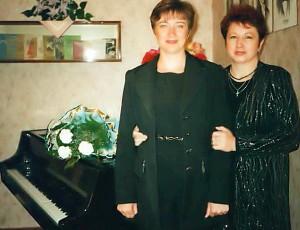 (зліва) педагоги С.Ю. Машуренко і Т.М. Кононенко