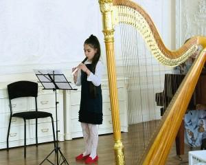 Луиза Алораж (флейта), Франция, 9 лет. «Цветочки» – 2 место - Альбинони. «Адажио». - Ф. Шуберт. «Военный марш».