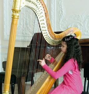 Елизавета Раджханс (арфа), 10 лет. «Ягодки» – 1 место — М. Гранжани «Милиса».