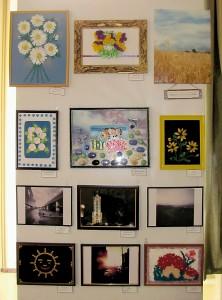 """Стенд картин и фотографий центра семьи """"Родинний дом""""."""