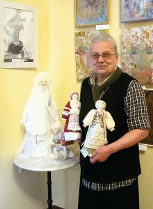 Сердюк Надежда Михайловна со своими куклами.