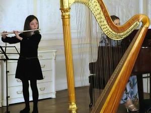 Нина Ульриш (флейта), 9 лет. «Цветочки» – 1 место — Л. ван Бетховен «Сурок». - Н. Рота. «Слова любви».