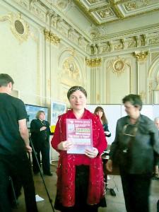 Награждение благодарностью Светланы Потеры, члена музыкального жюри Фестиваля-конкурса.