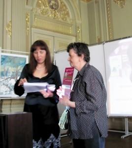 Награждение Натальи Смаги, члена художественного жюри, Благодарностью от Оргкомитета.