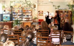 Хрещена мати Ластика Ніна Василівна розповідає про книгу.