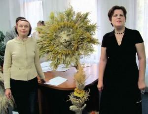 Зліва направо: Одинець Світлана, голова правління громадськаої організації «Об'єднання інвалідів «Джерело натхнення» та поет Світлана Шевченко.