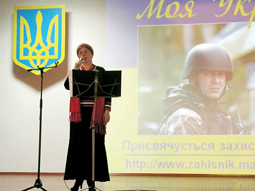 """Концерт """"Моя Україна"""" - почався. Світлана Потера спілкується та співає для поранених."""