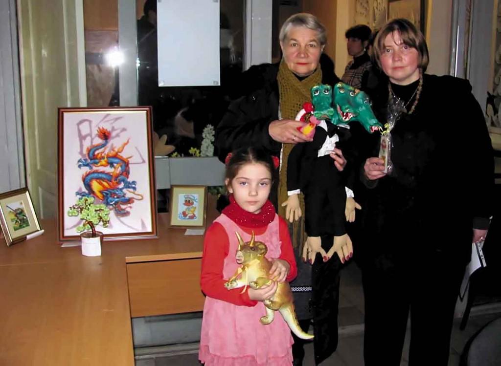 Надія Сємикіна, Любочка, Наталія Веселицька з родиною Ластика.