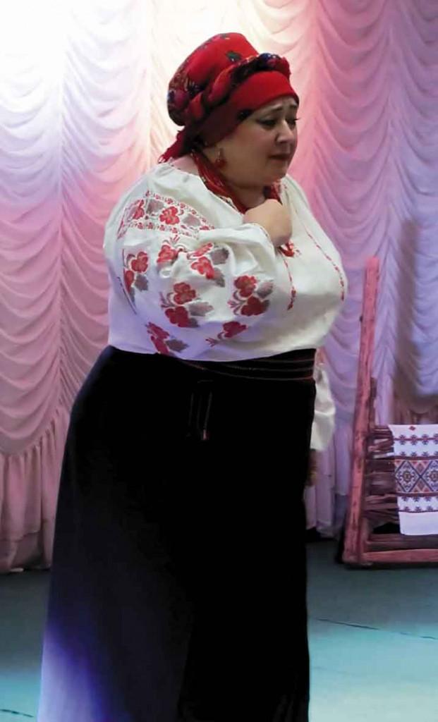 Одарка. Роль виконує співачка Ірина Пірсанова.