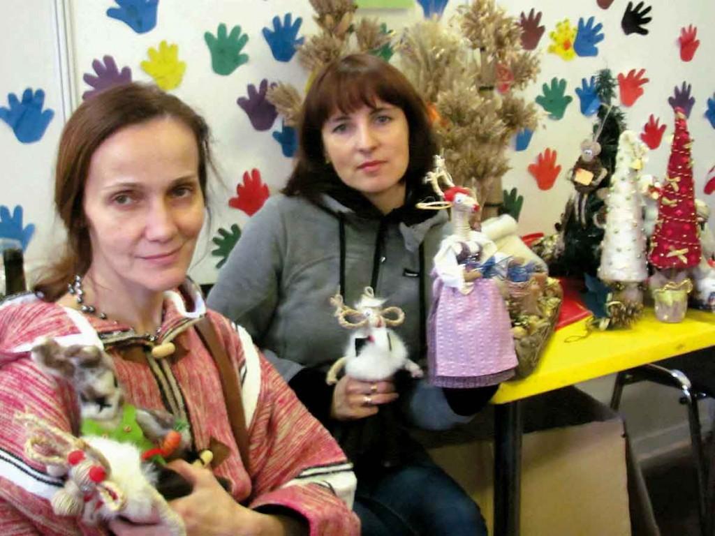 Майстриня Оксана Ахріменко з ученицею Оленою Назаренко. Майтер-клас лялька мотанка та новорічний оберіг.
