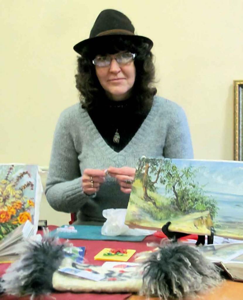 """Олена Сазонова, керівник художньої студії """"Палітра"""". Майстер-класи: валяніє, ліплення, новорічні листівки."""