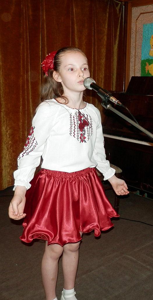 Вікторія Стеценко читає вірш «Дитяча мрія» (школа №70).